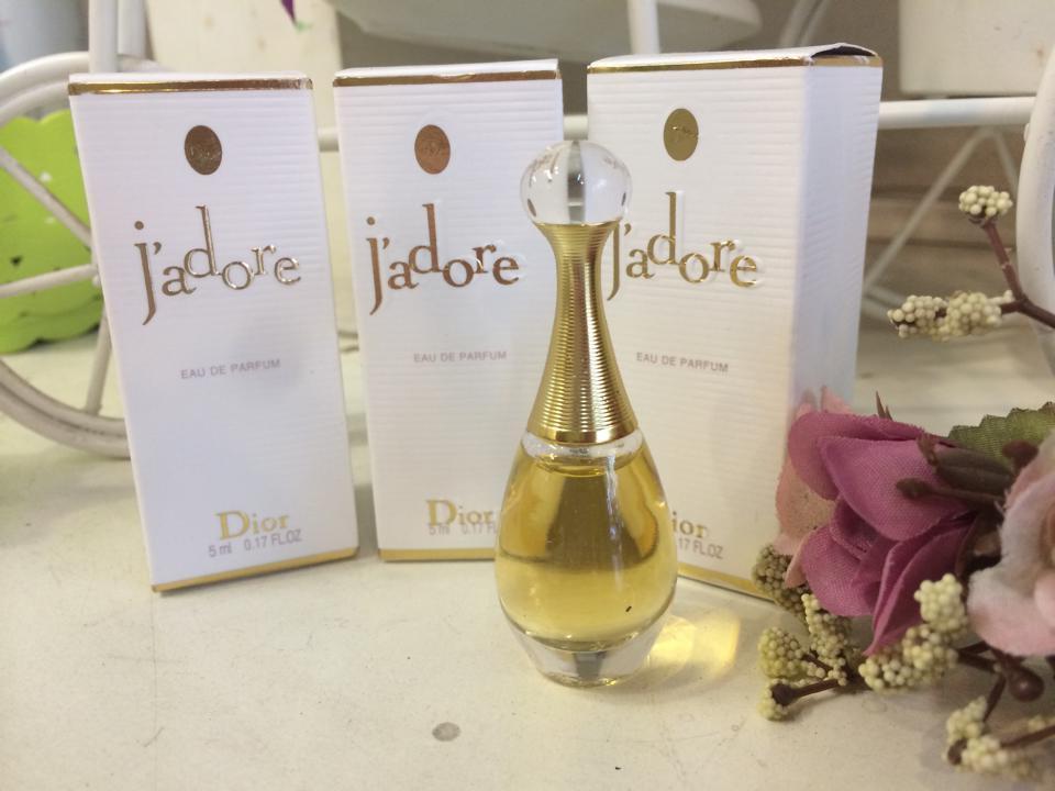 Mua Nước Hoa Dior Jadore EDP 5ml cho nữ chính hãng, chai vàng, Giá Tốt
